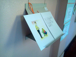 un libro in simboli esposto in mostra